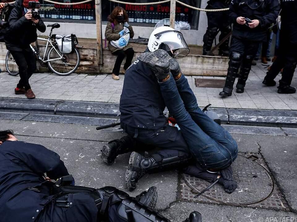 In Brüssel greift die Polizei hart durch