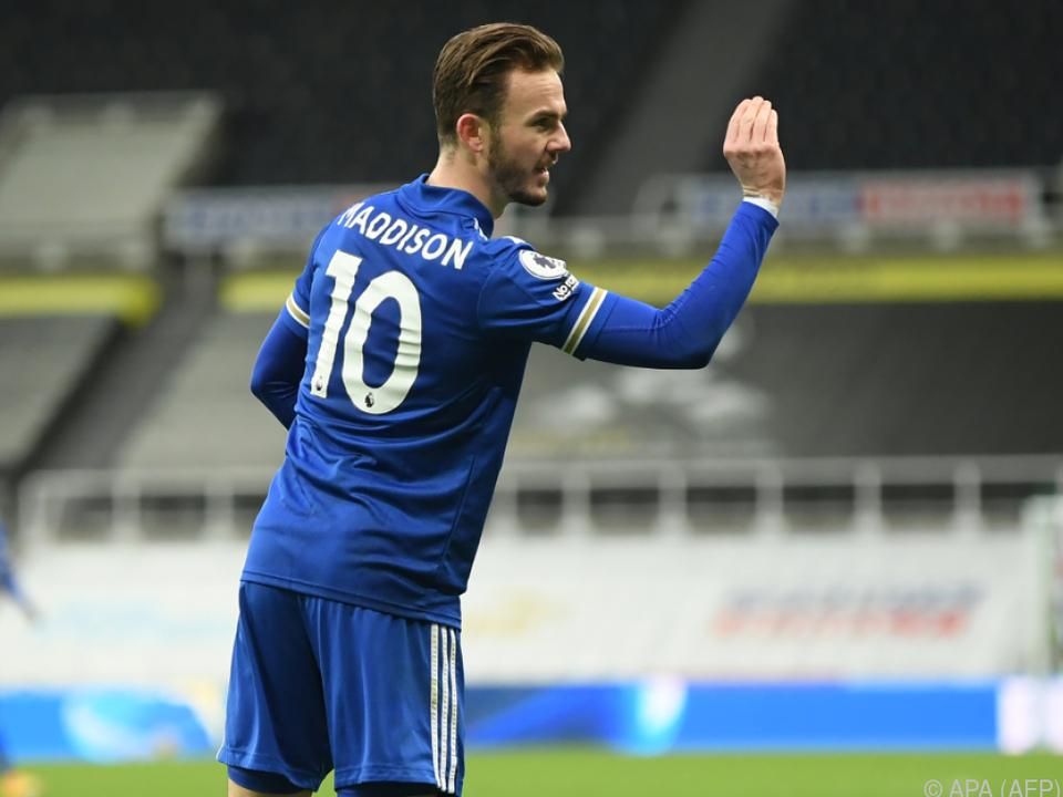 James Madidison feierte Leicesters 1:0-Führung in Darts-Manier.