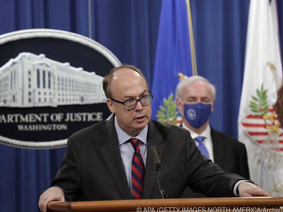 Justizminister Rosen (hinten) sollte offenbar Clark (vorne) weichen