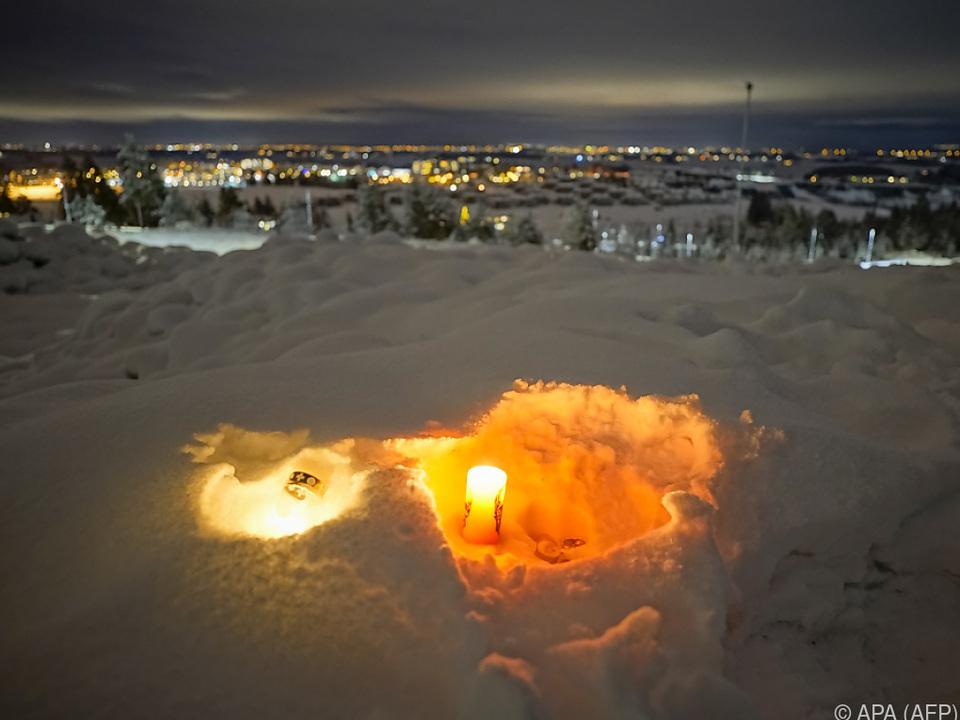 Kerzen für die Opfer des Erdrutsches in Norwegen
