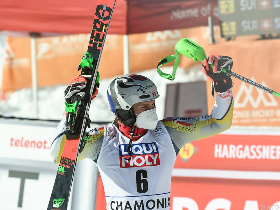 Kristoffersen umjubelt Sieg im Chamonix-Slalom