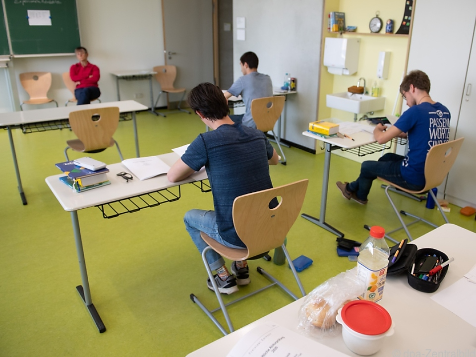 NEOS fordern Corona-Sicherheitskonzept für Schulen