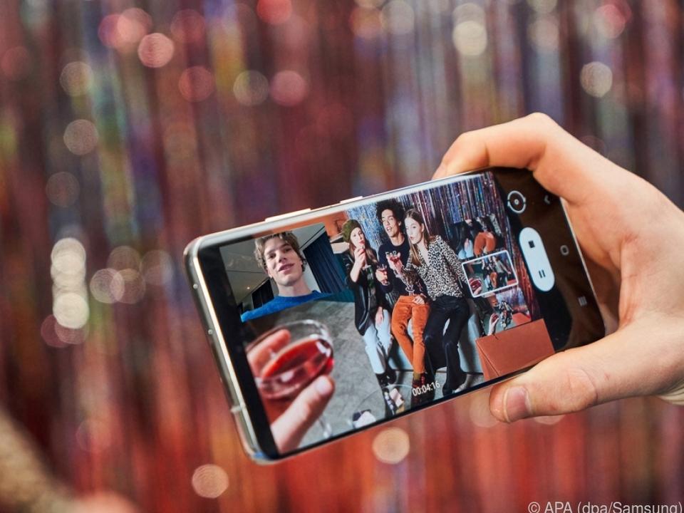 Bei Galaxy-S21-Smartphones lassen sich Bilder der Kameras kombinieren
