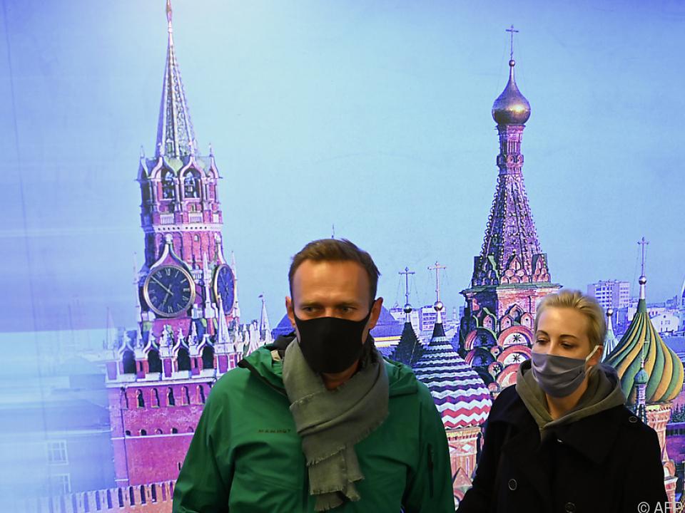 Nawalny kurz vor der Festnahme mit Frau Julia