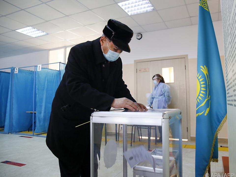 Über 70 Prozent stimmten für Nur Otan