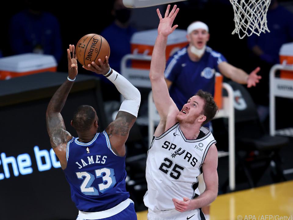 Pöltl darf es trotz Corona vorerst weiter mit NBA-Größen aufnehmen