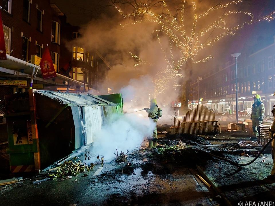 Randalierer hinterließen verwüstete Städte in den vergangenen Nächten