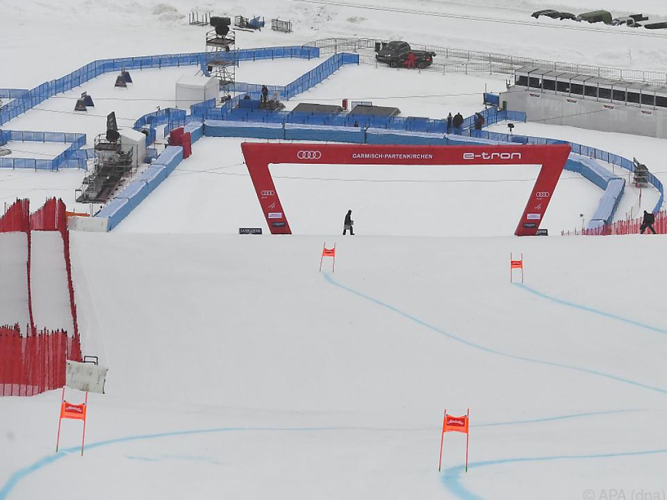 Regen und Schnee verhinderte erstes Abfahrtstraining in Garmisch-Partenkirchen