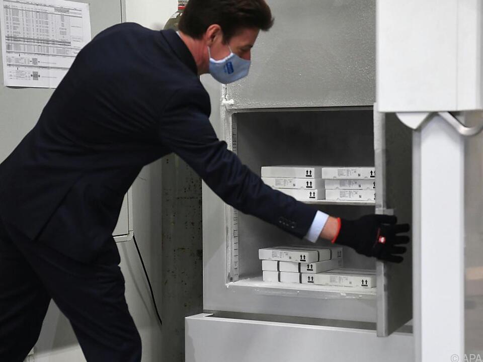 Rund 7.000 Impfdosen lagern im Ultratiefkühlschrank in Wien