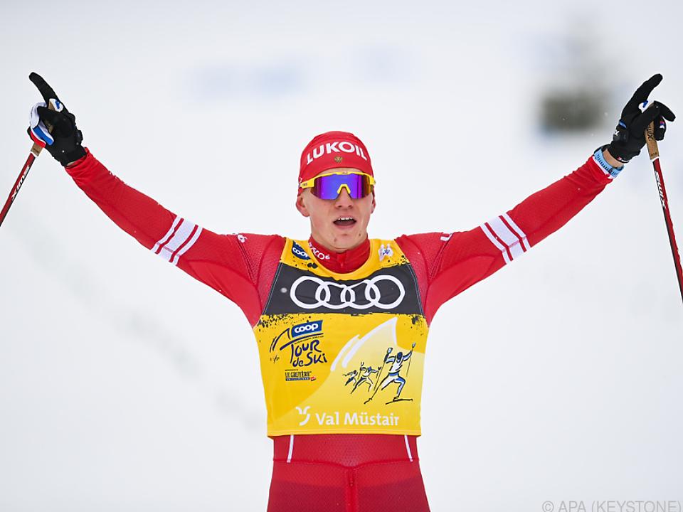 Alexander Bolschunow feiert bei der Tour de Ski den fünften Tagessieg