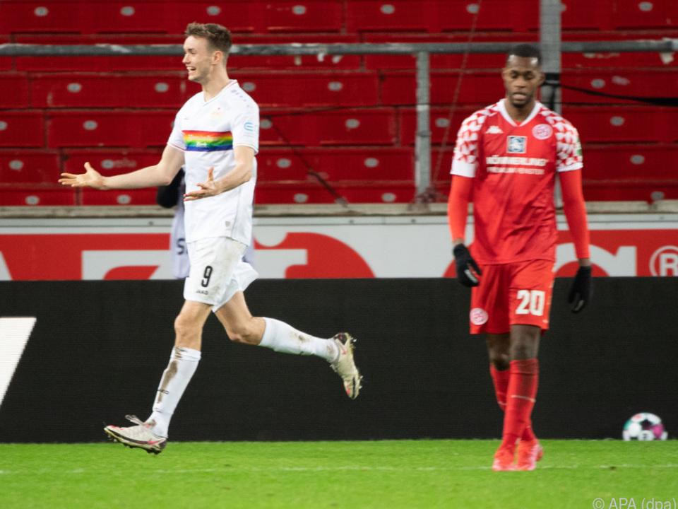 Sasa Kalajdzic leitete den Heimsieg des VfB per Kopf ein