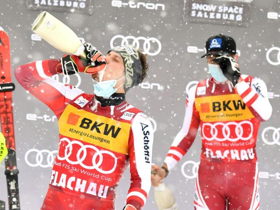 Sieger Feller und Teamkollege Schwarz am Flachau-Slalompodium