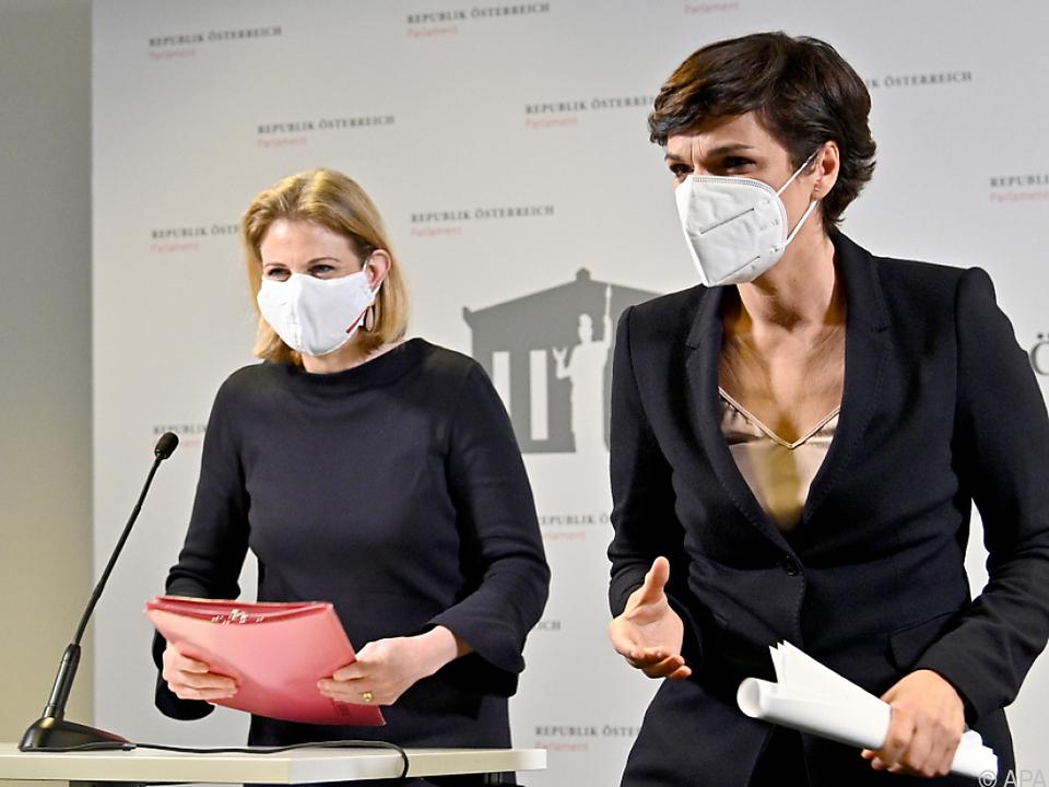 SPÖ- und NEOS-Chefin kritisieren Impfchaos