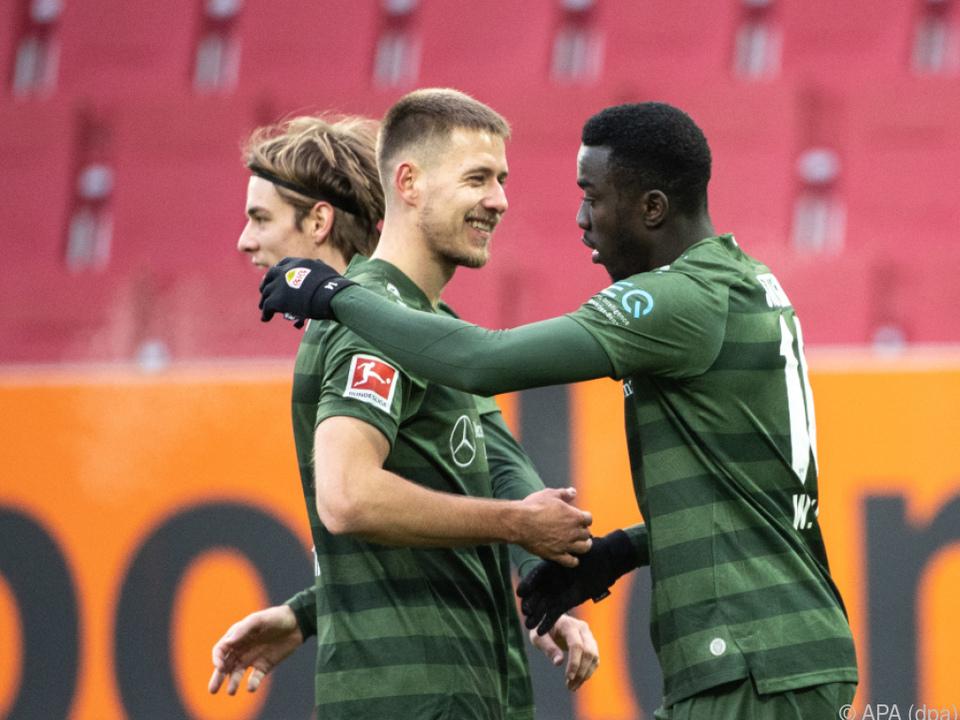Stuttgart feiert 4:1-Sieg in Augsburg