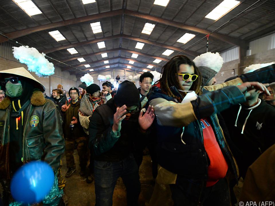 Tausende Menschen bei illegalem Rave in Frankreich