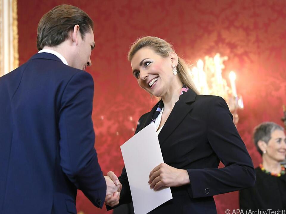 Arbeitsministerin Aschbacher und Bundeskanzler Kurz (Angelobung 2020)
