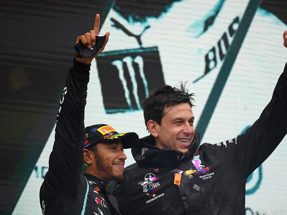 Toto Wolff (r.) will auch in Zukunft mit Lewis Hamilton jubeln
