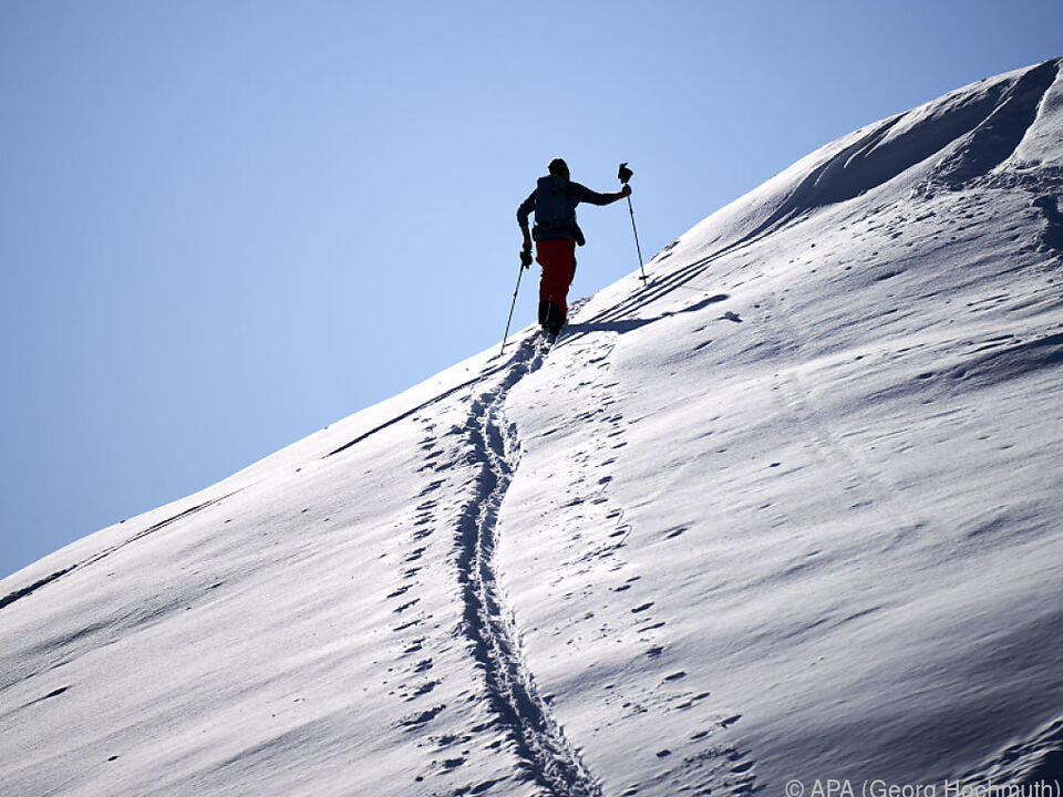 skitour winter sym tourenski Tourengeher in den Kitzbüheler Alpen