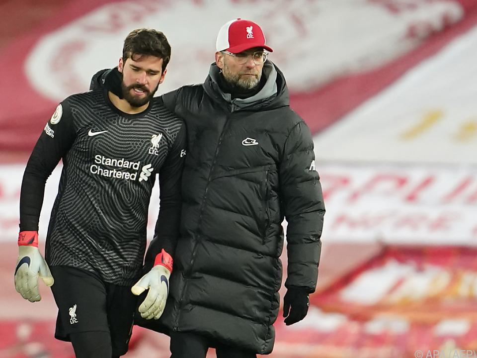 Trainer Klopp musst seine Spieler trösten
