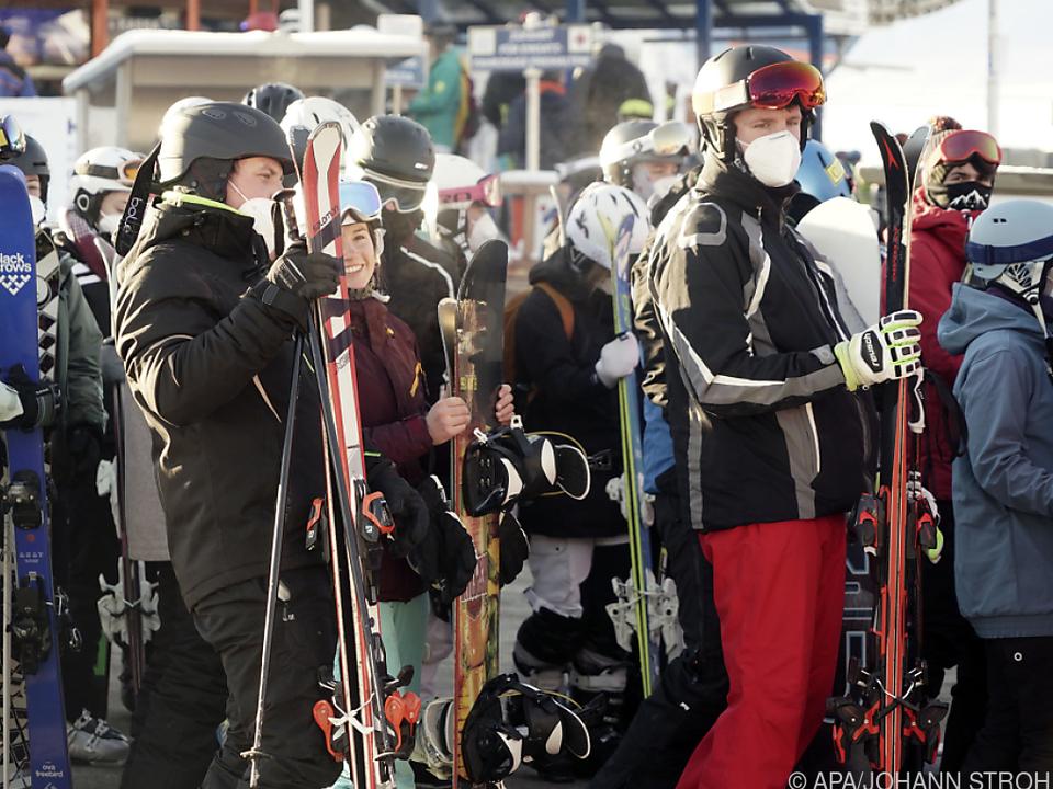 Andrang stellte Liftbetreiber vor Probleme ski sym corona