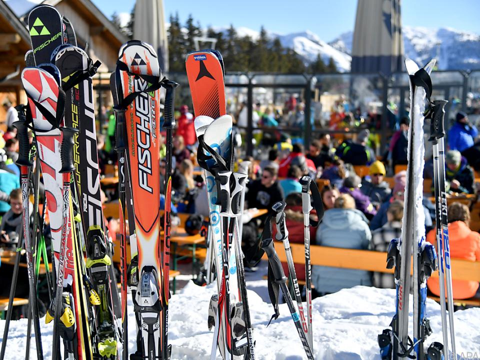 Darauf müssen Italiener noch warten: Pisten öffnen später ski sym stnews fotolia winter schnee skifahren