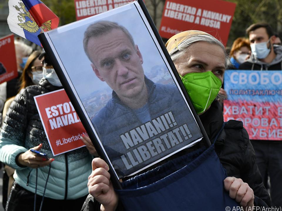 Weltweit demonstrieren Menschen für Nawalny