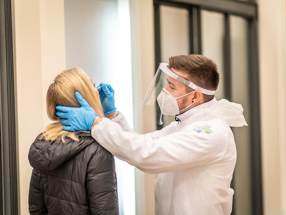 Wieder fast 1.500 Corona-Neuinfektionen in Österreich