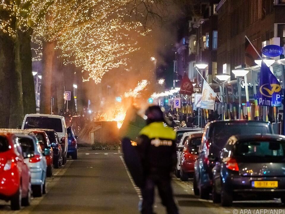 Zusammenstöße zwischen Jugendlichen und Polizei in Rotterdam