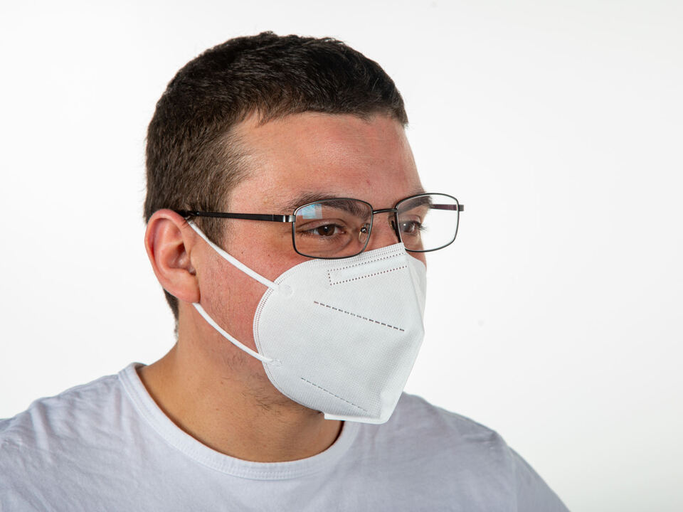 1099028_man-with-glasses-wearing-protective-face-mask