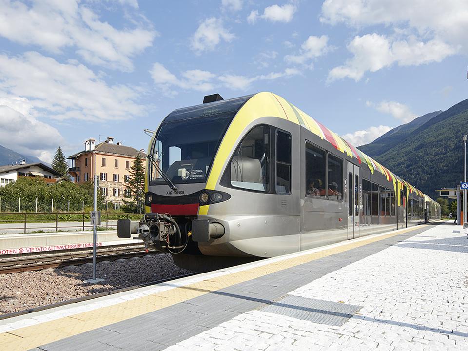 Aus Sicherheitsgründen fährt die Vinschger Bahn im Abschnitt Meran-Töll in den kommenden zwei Wochen nicht. (Foto: LPA/STA)