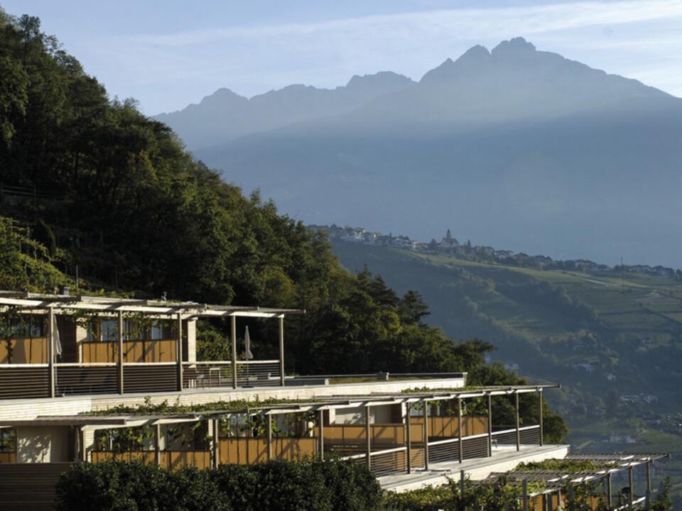 tourismus Die Sonnenseite des Hotel Pergola Residence in Algund bei Meran wurde von Architekt Matteo Thun als Terrassenlandschaft konzipiert, die sich harmonisch in die Weinberge einfügt.1099965_smg01230heri