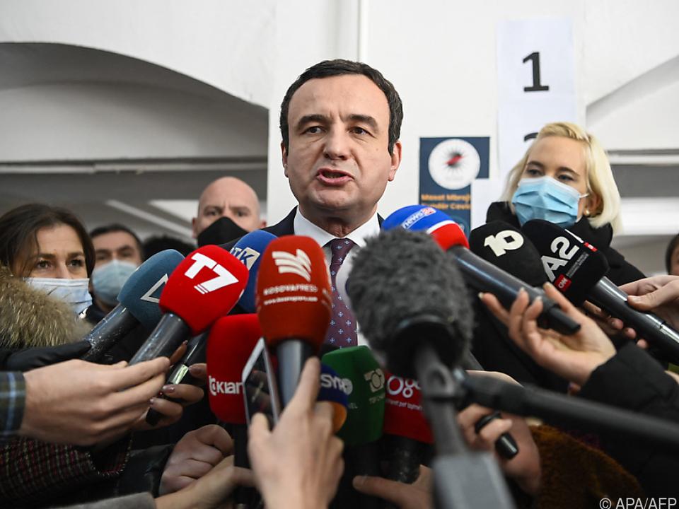 Albin Kurti feiert einen überlegenen Wahlsieg