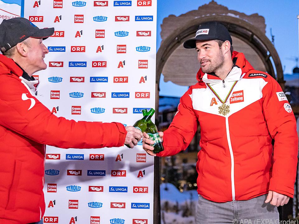 Andreas Puelahcer (l.) und Vincent Kriechmayr beim Anstoßen