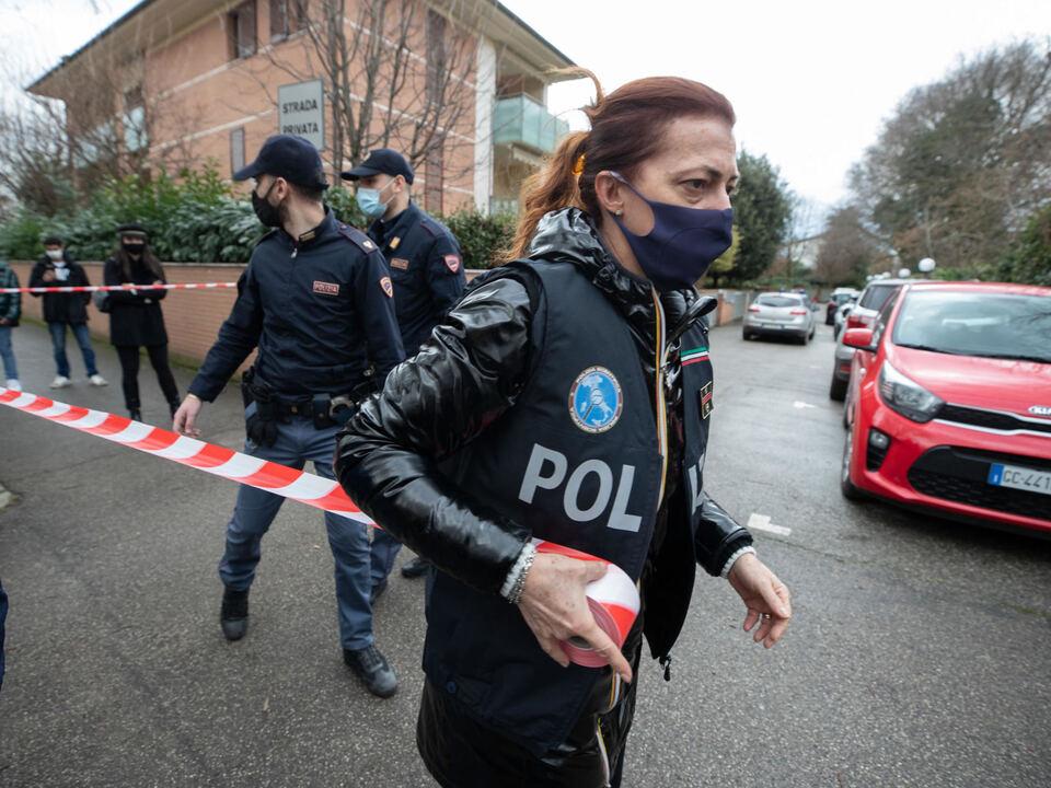 La polizia scientifica effettua dei rilievi nella  casa dove sabato 6 febbraio attorno alle 6 è stata sgozzata la 46enne Ilenia Fabbri  a Faenza, 10 febbraio 2021, athesiadruck2_20210211201546223_063c7101a06e136c92aa8dbb61462f86