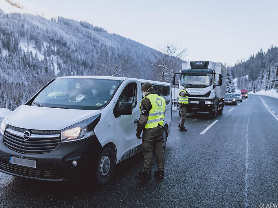 Ausreisetestkontrolle durch das österreichische Bundesheer