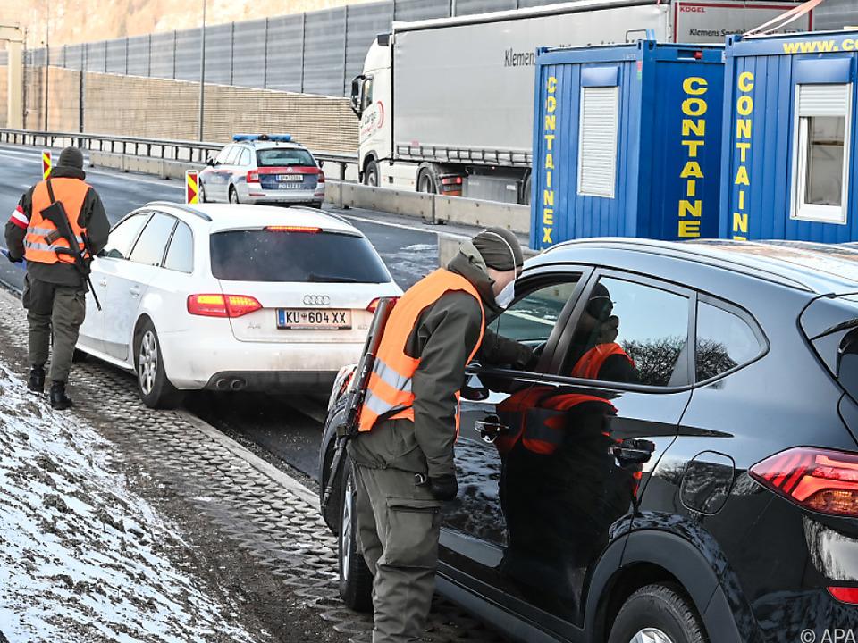 Ausreisetestkontrollen der Grenze zu Deutschland bei Kufstein.