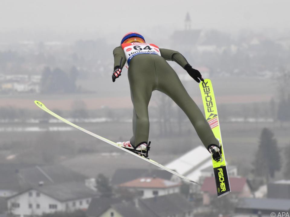 Daniela Iraschko-Stolz springt in Hinzenbach zu Rang vier