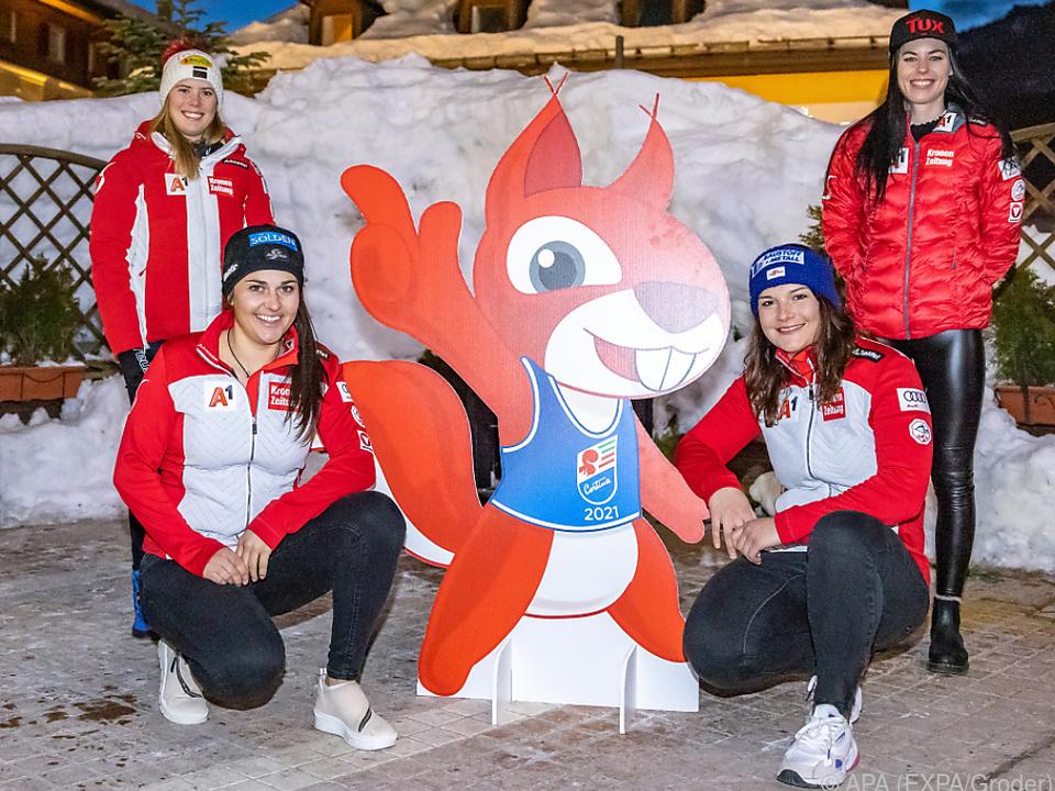 Das RTL-Quartett mit dem WM-Maskottchen \