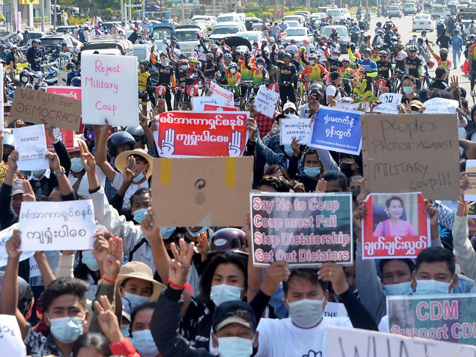Demonstrationen in Myanmar gehen weiter