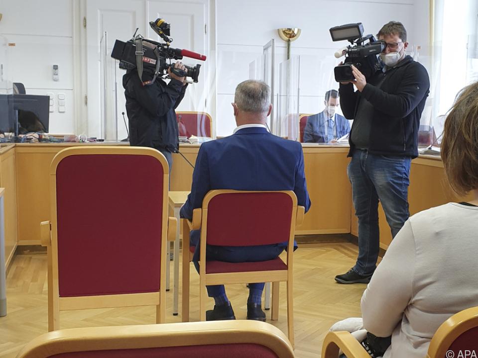Der Angeklagte vor dem Prozess im Landesgericht Linz