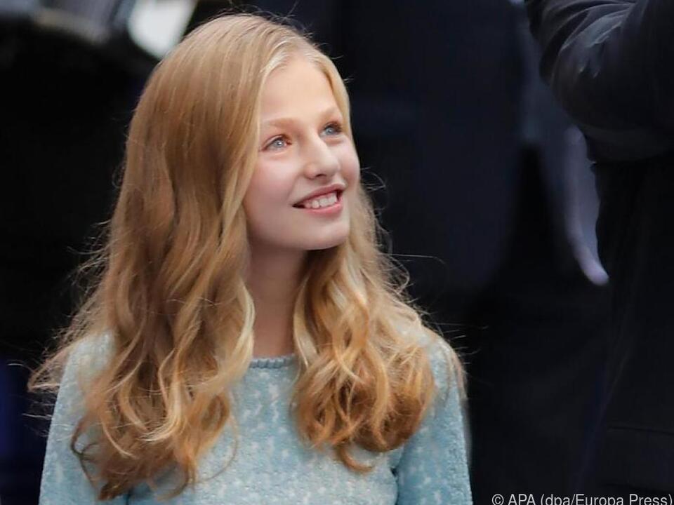 Die 15-jährige Kronprinzessin Leonor setzt ihre Ausbildung in Großbritannien fort