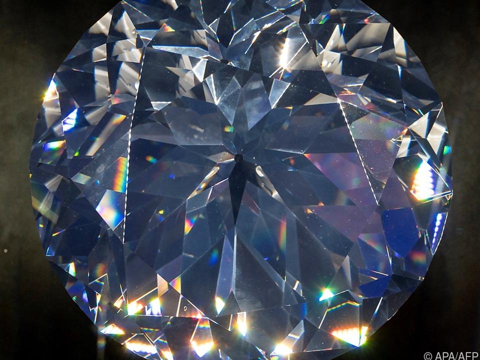 EIn großer Kristall in der Swarovski-Kristallwelt in Wattens