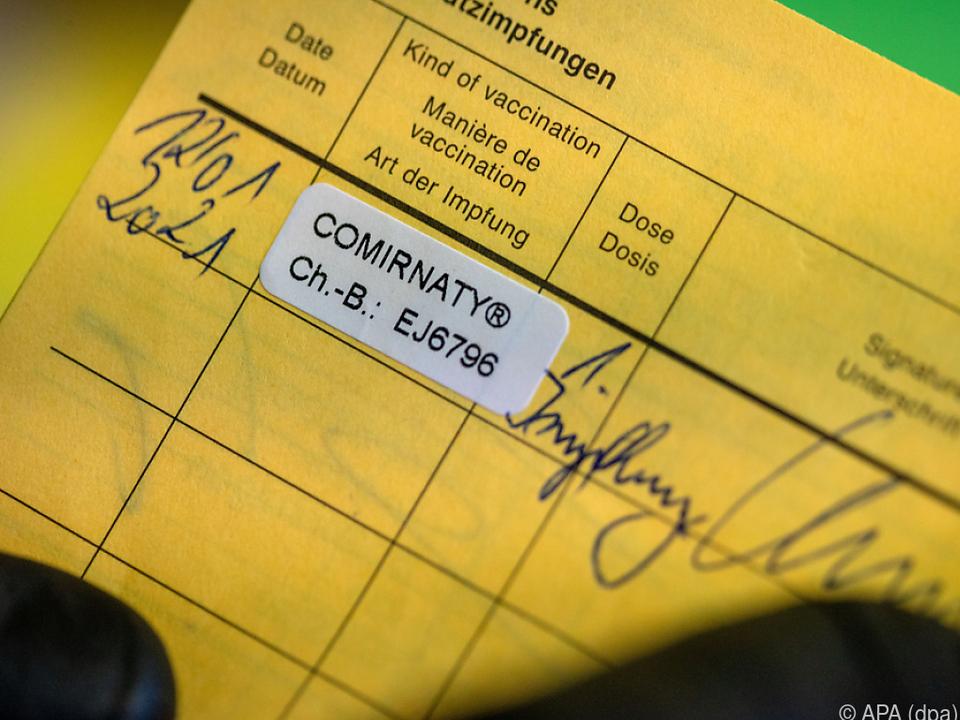 Eintrag einer Corona-Impfung im herkömmlichen Impfpass