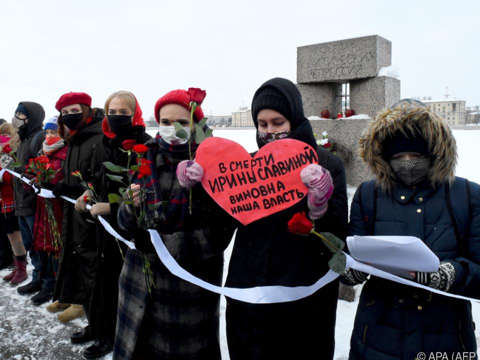 Feministinnen bildeten Menschenketten