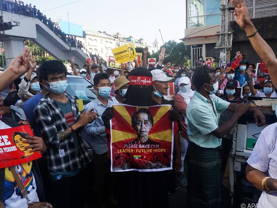 Freilassung von Aung San Suu Kyi wird gefordert