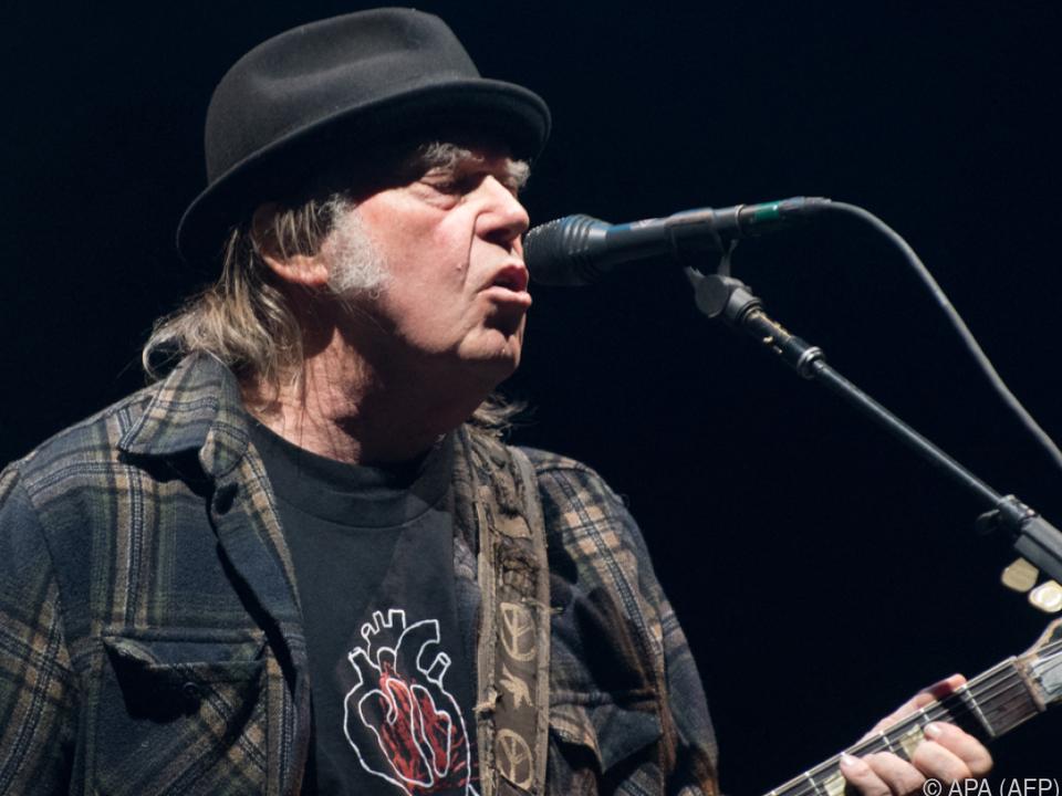 Neil-Young-Crazy-Horse-bringen-Live-Album-heraus