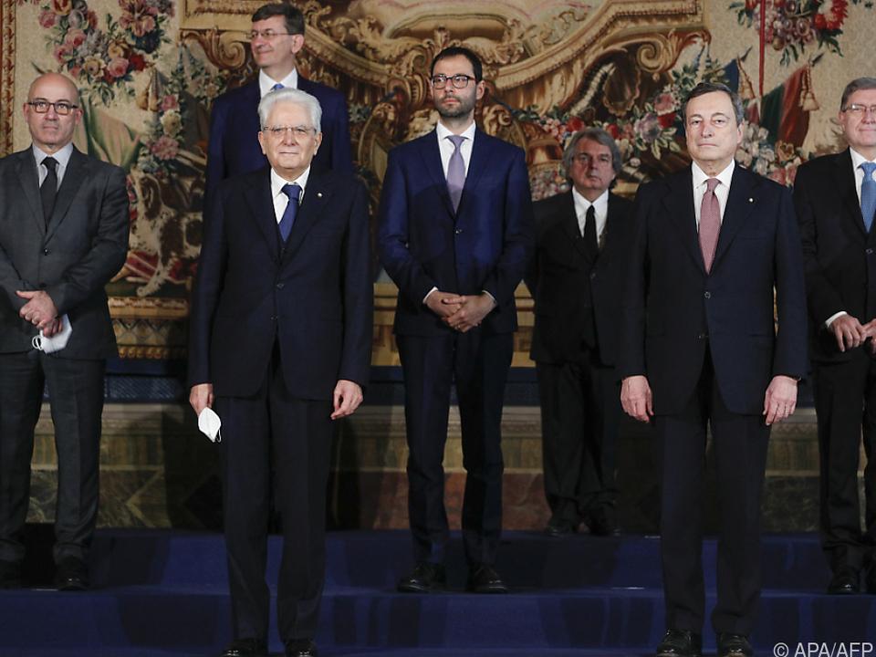 Italiens neuer Premier Draghi mit Präsident Mattarella und Ministern