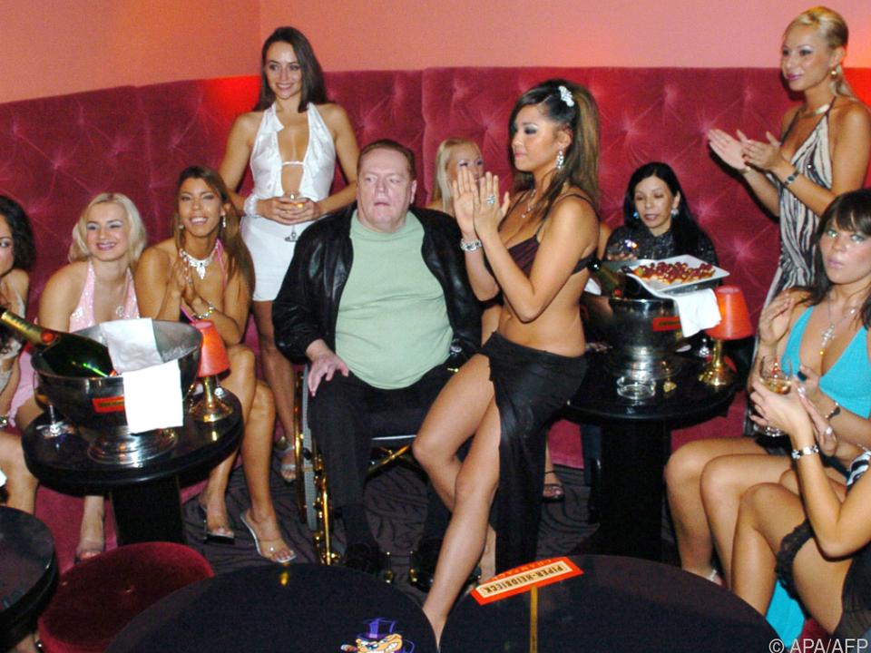 Larry Flynt holte sich Millionen - und eine Kugel - mit nackten Frauen