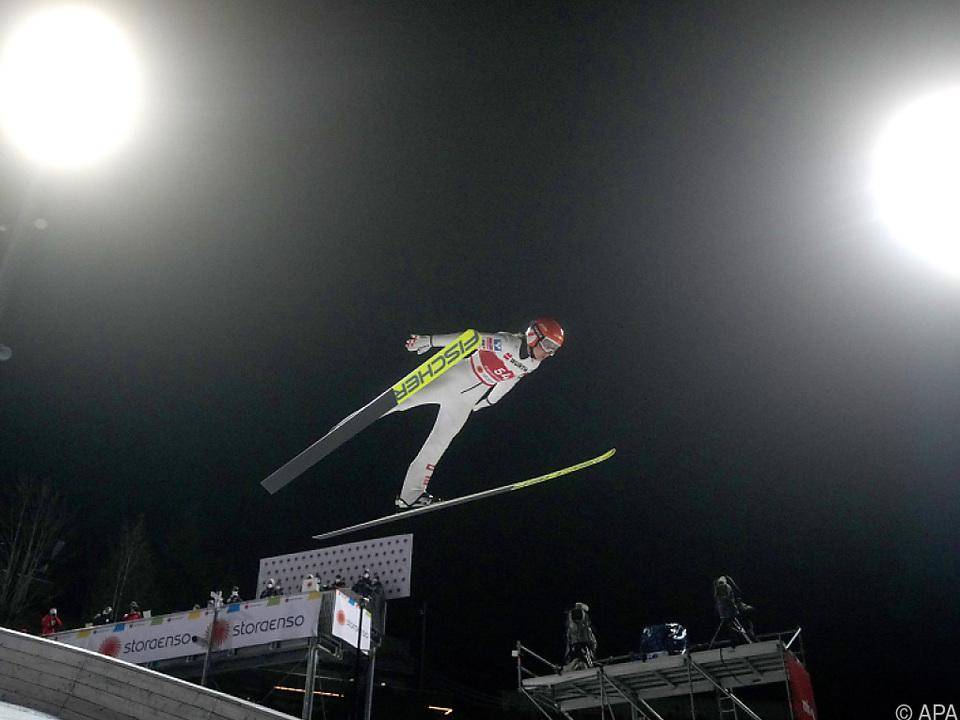 Marita Kramer sprang unter dem Oberstdorfer Abendhimmel auf Rang zwei
