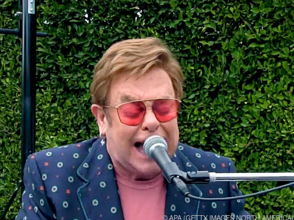 Popstar Elton John setzt sich für junge Kollegen ein
